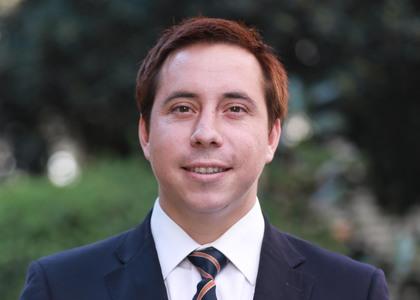 Profesor Cristóbal Aguilera expuso avances de investigación sobre la naturaleza jurídica de las multas en la contratación administrativa en séptimo Encuentro de Investigación