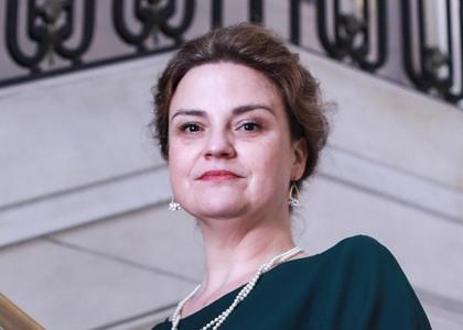 """Académica Dra. María Angélica Benavides expuso en conversatorio sobre """"Delitos en Cuarentena"""" en la  PUC"""