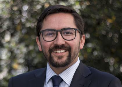 """Académico Alejandro Leiva expuso avances de su investigación """"El supuesto deber secundario de Nagler para fundamentar la punición de extranei en delitos especiales"""