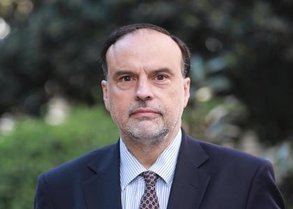 Académico de la Facultad de Derecho de la U. Finis Terrae, Enrique Navarro, expuso en ciclo sobre proceso constitucional organizado por Libertad y Desarrollo y Emol