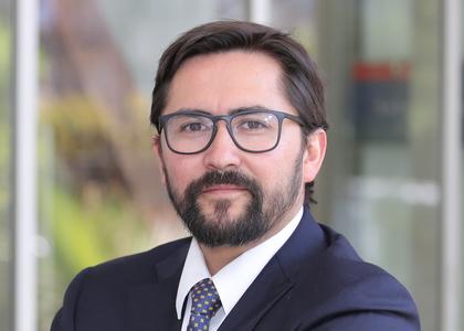 Profesor Alejandro Leiva expuso ante la comisión de Constitución del Senado sobre proyecto de ley que busca indultar a los detenidos durante el estallido social