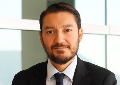 """Doctor en Derecho Alejandro Miranda, expuso su investigación en curso sobre """"Principios de justicia para la asignación de recursos médicos escasos en situaciones críticas"""""""