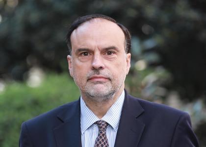 El Mercurio | Profesor Enrique Navarro abordó el debate jurídico acerca del estatuto de los constituyentes y sus mecanismos de reemplazo a raíz del caso de Rodrigo Rojas Vade