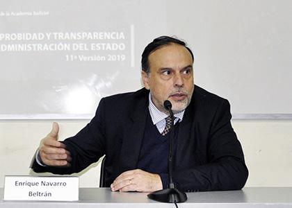 El Mercurio | Columna del académico Enrique Navarro: Reuniones en lugares públicos