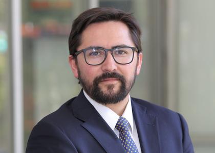 Facultad de Derecho y editorial Tirant lo Blanch firman convenio para publicar colección de libros jurídicos en materias de Derecho de los Recursos Naturales y Medio Ambiente