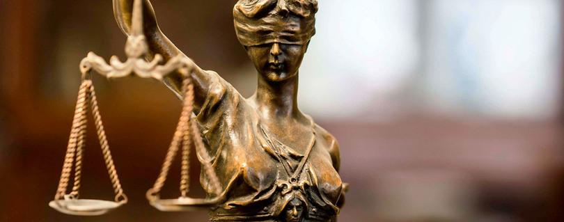 """Ministro del Tribunal Constitucional inauguró Magíster en Derecho Público: """"Una de las funciones del Derecho Público es ser una garantía de paz social"""""""
