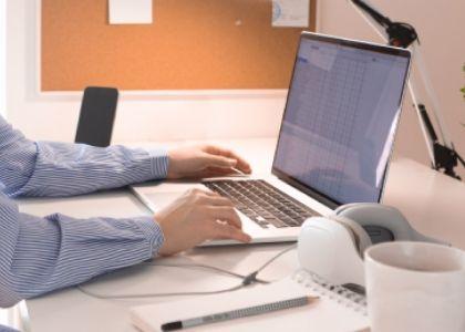 Revisa el video tutorial web sobre COVID-19, trabajo remoto y salud mental