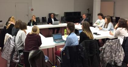 Decano de Derecho expuso en seminario de Derecho Comparado en la Universidad de Ratisbona