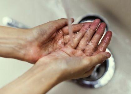 COVID-19: Consejos práctico para evitar contagios al llegar y salir de casa