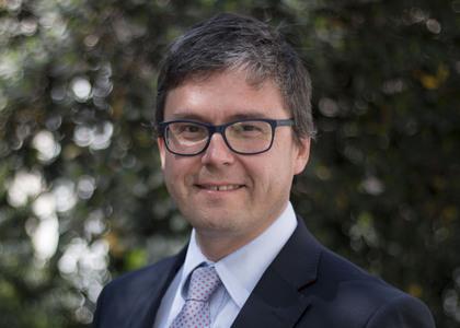 Radio Estrella del Mar de Chiloé  | Decano de la Facultad de Derecho de la U. Finis Terrae, Ignacio Covarrubias, analiza fallo de Corte de Antofagasta que obliga a restituir fondo de pensiones a demandante