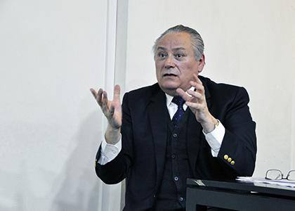 """Iván Aróstica, presidente del Tribunal Constitucional: """"El derecho público es algo vivo"""""""