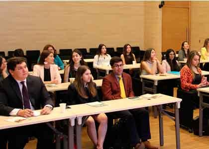 Estudiantes de la Facultad de Derecho de la Finis Terrae visitan la Contraloría General de la República
