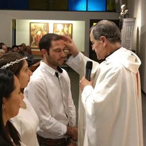 Alumnos de la Universidad recibieron el sacramento del Bautismo