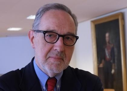 """Facultad de Derecho U. Finis Terrae invita a conferencia """"Constitucionalismo y pandemia. La experiencia de España comentada desde Chile"""""""