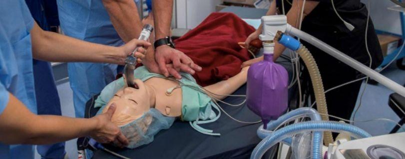 EMOL | Egresado de Medicina es encargado del Área de Simulación y Entrenamiento del primer avión-hospital oftalmológico