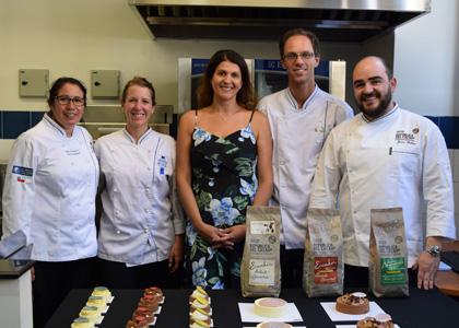 El famoso pastelero Javier Guillen visitó la Finis Terrae