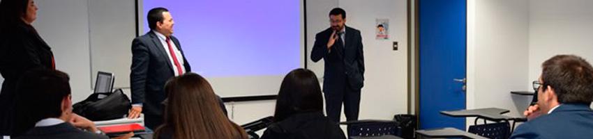 Charla sobre ética profesional a alumnos de la Clínica Jurídica Estación Central