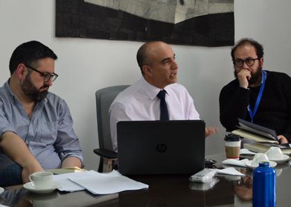 """Historiador norteamericano presentó su libro """"Historias efímeras: arte público, política y lucha por las calles en Chile"""" en la U. Finis Terrae"""