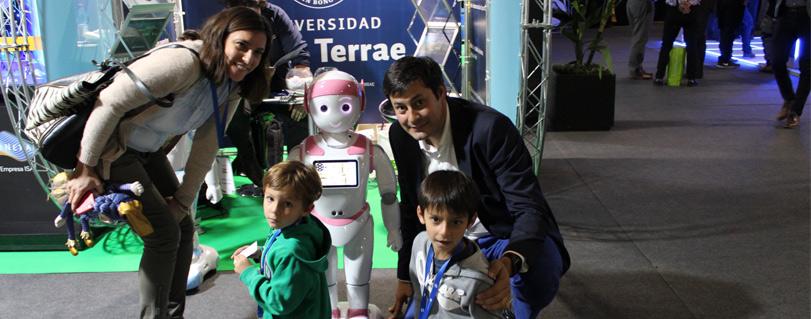 Robots de la Facultad Ingeniería fueron una de las grandes atracciones del congreso IoT Innovatech LATAM 2019