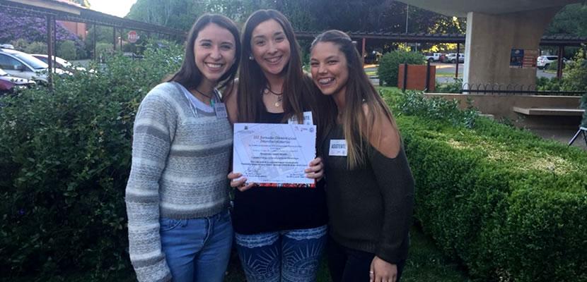 Alumnas reciben primer lugar en Congreso de Odontología