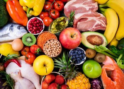 Nutricionista aconseja consumir alimentos ricos en vitamina E, C, calcio y zinc para reforzar el sistema inmune