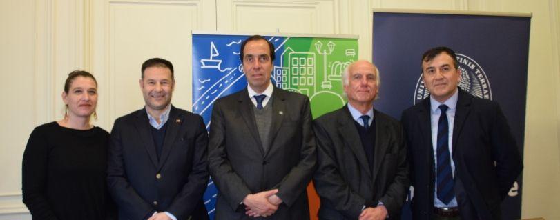 Universidad Finis Terrae y Ministerio de Vivienda firmaron convenio para desarrollar asesoría comunicacional