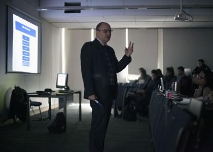 Profesor Rodrigo Barcia dicta coloquios sobre Análisis Económico del Derecho