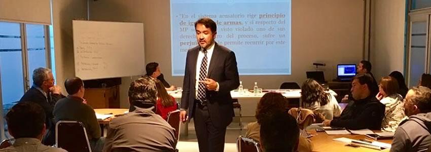 Profesor Rodrigo Ríos dicta clases en la Academia Judicial