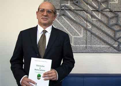 """Carlos Ruiz-Tagle: """"El derecho no ha cumplido con proteger a la Naturaleza"""""""