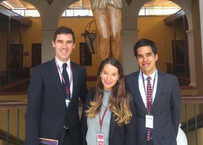 Estudiantes de Derecho de la Finis Terrae viajan a Perú a difundir premiado proyecto social para Adultos Mayores