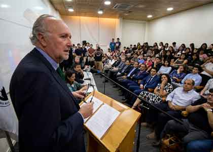 Ministro de Minería expuso desafíos de la industria minera en seminario de Derecho