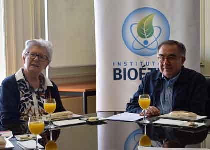 Senadora italiana, experta en investigación educativa, se reunió con académicos de la U. Finis Terrae