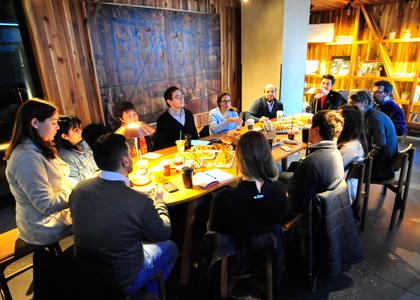 Periodista norteamericana compartió su visión del periodismo digital con Alumni Finis Terrae