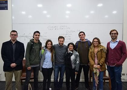 Director de revista Gatopardo dicta taller para estudiantes de Periodismo