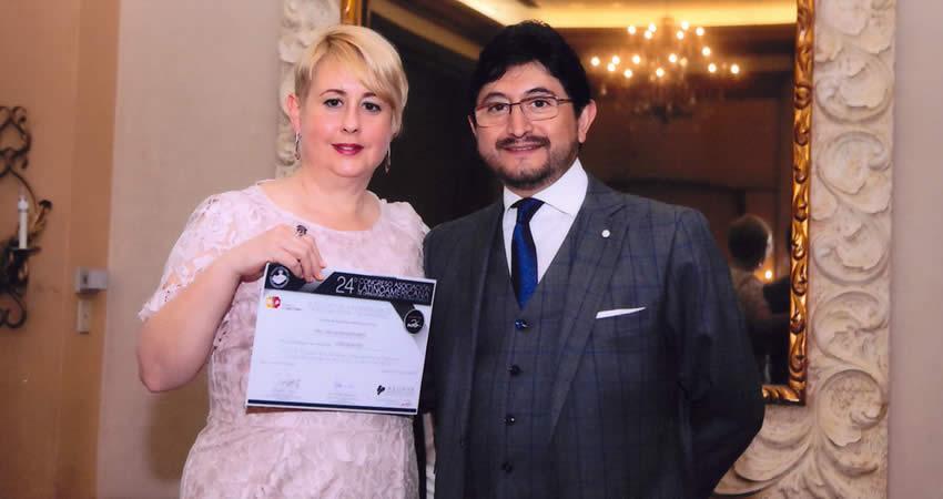 Docentes de la Facultad de Odontología participan como conferencistas en congreso internacional en Ecuador