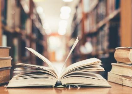 Ediciones Universidad Finis Terrae realizó donación de libros a Centro Cultural La Moneda