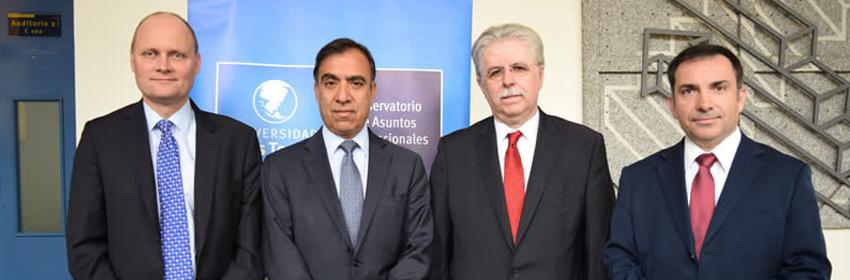 Embajadores de la Unión Europea dictan charla en la U. Finis Terrae