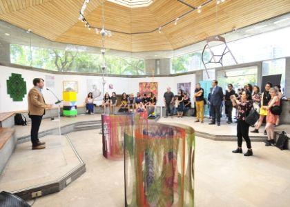 """Muestra colectiva """"Enlace"""" reúne a artistas de la U. Finis Terrae"""