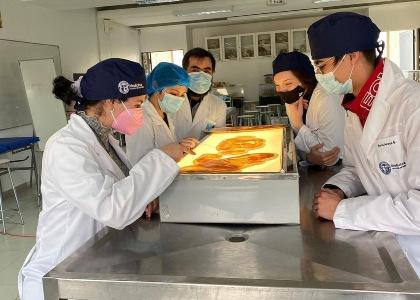 Estudiantes de primer año de la Escuela de Medicina asistieron al comienzo de actividades presenciales