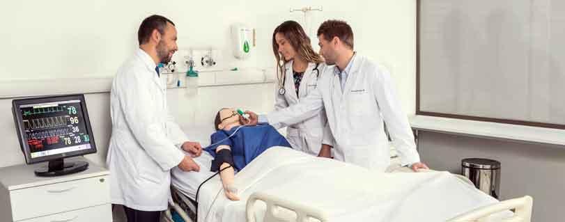 Egresados de Medicina U. Finis Terrae superan promedio nacional en el EUNACOM 2018