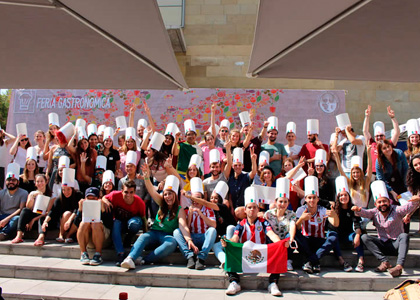 Alumnos de intercambio realizaron 8va Feria Gastronómica Internacional en la U. Finis Terrae