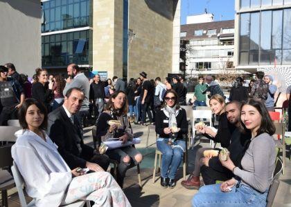 """""""Juntos por los nuestros"""": Estudiantes, funcionarios y directivos Finis Terrae compartieron un rico almuerzo"""