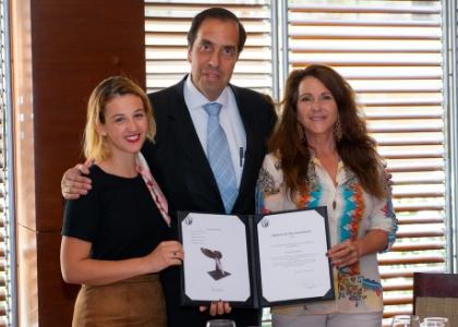 Universidad Finis Terrae distingue labor filantrópica de Fundación Meri
