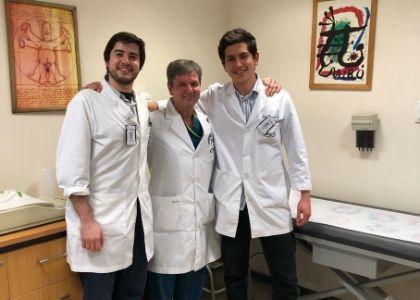 Internos de la Escuela de Medicina realizan nueva rotación de Neonatología en Clínica Las Condes