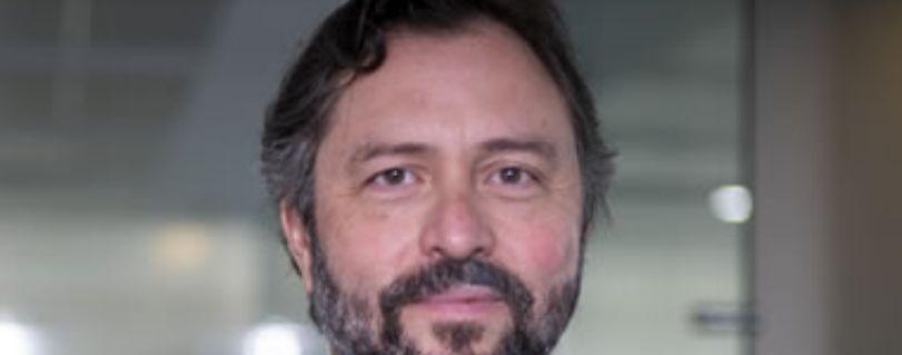 """Javier Velozo, director del Diplomado en Nuevas Tendencias de Libre Competencia: """"Este es el primer programa de Libre Competencia con clases vía streaming"""""""