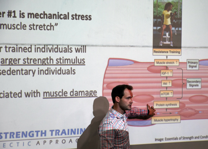 """Experto de U. de Massachussets abordó los efectos sistémicos de la técnica """"Blood Flow Restriction"""" en II Jornada de Kinesiología Musculoesquelética"""