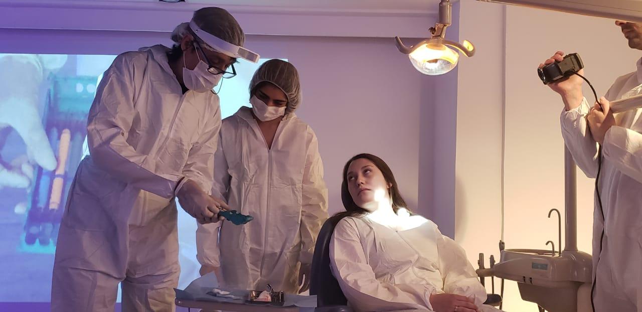 Escolares interesados en estudiar odontología vivieron la experiencia de ser dentista