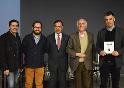 """Libro """"Bitácora Visual el diario de vida de la creatividad"""" se presentó en la U. Finis Terrae"""