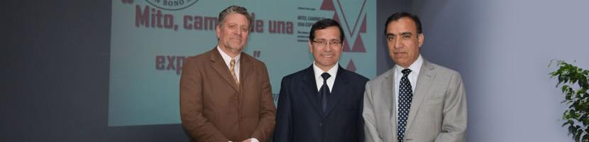 """Director de Formación General realiza lanzamiento de su libro """"Mito, camino de una experiencia"""""""