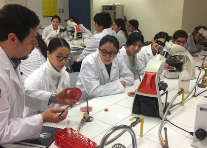 Con gran éxito, Escuela de Medicina realizó 8° Curso de Invierno para estudiantes de enseñanza media